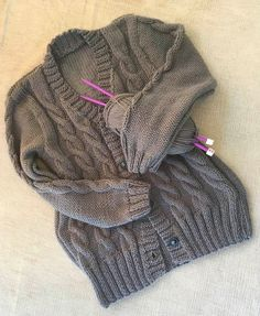 Casaco Grey Sweaters, Closet, Fashion, Wool Coats, Knitting Sweaters, Grey Trench Coat, Dressmaking, Wraps, Cute