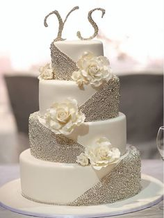 26 Elaborate Wedding Cakes with Exquisite Sugar Flower Details