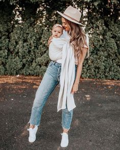 Mommy and me picture Ideas Mom And Baby, Mommy And Me, Baby Momma, Baby Baby, Bebe Love, Maternity Fashion, Maternity Clothing, Pregnancy Fashion, Pregnant And Breastfeeding