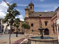 #Jaén #Cabra del Santo Cristo - Iglesia de Nuestra Señora de la Expectación GPS 37.704772, -3.285803  Foto de Agustín Carrillo (http://www.panoramio.com/user/262858) La iglesia se contruye entre los años 1608 y 1643, aunque la torre y el coro se construirán entre 1664 y 1674. Tiene planta de cruz latina, con un sola nave y pequeñas capillas de hornacinas rematadas en medio punto en os laterales.