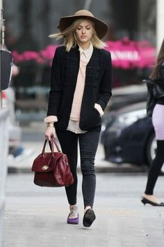 Fearne Cotton, 32 year old television & Radio 1 presenter, charity supporter, general trendsetter and mum, is this weeks TT. Fearne Cotton, Indie Fashion, Love Fashion, Autumn Fashion, Coffee Date Outfits, Cotton Pictures, Indie Mode, Cotton Style, London Fashion