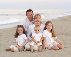 family beach portrait Family Portrait Poses, Family Beach Portraits, Family Portrait Photography, Family Posing, Portrait Ideas, Outdoor Photography, Beach Photography, Photography Ideas, Beach Pictures