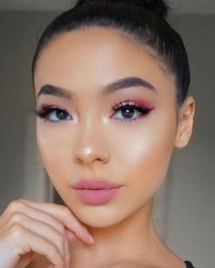 # Chic 85 Makeup Trends For This Year Makeup Goals, Makeup Tips, Beauty Makeup, Eye Makeup, Hair Makeup, Drugstore Beauty, Makeup Trends, Makeup Inspo, Makeup Inspiration