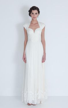 Love the sweetheart neckline. I just hate the long, boring, hanging-straight-down skirt...