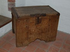 14th century chest from Kloster Isenhagen. Inspiration for more wood butchery. I absolutely love that small bit of arch work and the decorative studs on the front panel. The panel chest from Blood and Sawdust echoes this look really closely.