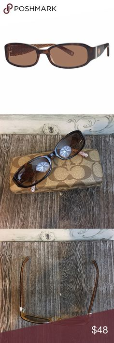 Coach Lindsay Sunglasses Coach Lindsay S429 Sunglasses. The right side is a bit wobbly. Overall good condition. Comes with case Coach Accessories Sunglasses