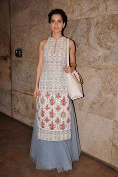 Kangna Ranaut wearing Anju Modi and a Louis Vuitton bag Pakistan Fashion, India Fashion, Ethnic Fashion, Asian Fashion, Indian Attire, Indian Wear, Pakistani Outfits, Indian Outfits, Revolver