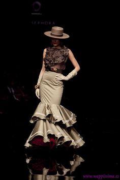 SIMOF 2011 Colorful Fashion, Love Fashion, Fashion Design, Latin Wedding, Flamenco Dancers, Flamenco Dresses, Pretty Ballerinas, Spanish Fashion, Classy Women