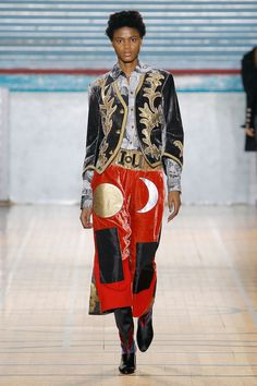 Vivienne Westwood wants a climate revolution. And she used her latest collection at London Fashoin Week Men's to speak up about the global crisis. Mens Fall, Vivienne Westwood, Fashion Show, Kimono Top, Runway, Menswear, Style Inspiration, London, Couture