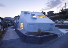 Cloudy House by Takao Shiotsuka - Dezeen Japanese Architecture, Interior Architecture, Small Buildings, Small Houses, 233, Courtyard House, Facade Design, Dezeen, Architect Design