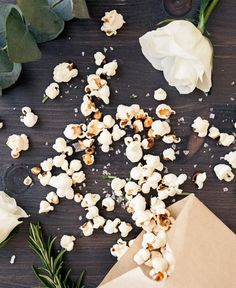 Rosmarindoftande popcorn