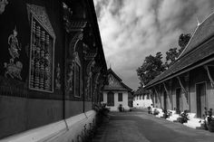 #WatXiengThong (Temple of the Golden City), #LuangPrabang, #Laos - Wat Xieng Thong is a Buddhist temple built 1559-1560 by the Lao King Setthathirath on the northern tip of the peninsula of Luang Phrabang, Laos. Wat Xieng Thong is one of the most important of Lao monasteries and remains a significant monument to the spirit of religion, royalty and traditional art. - www.gdecooman.fr - portfolio, stages photo et visites guidées de Lille