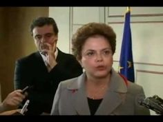 Dilma gagueja com pergunta de reporter