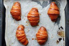 Kvasové croissanty Nom Nom, Sweets, Bread, Fish, Baking, Cakes, Buns, Gummi Candy, Cake Makers