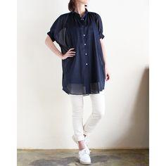 ふんわりとしたシルエットがキュートな、ミンスパイのシャツドレス。 透け感のある上質なコットン素材が、エアリーなシルエットを引き立てます。