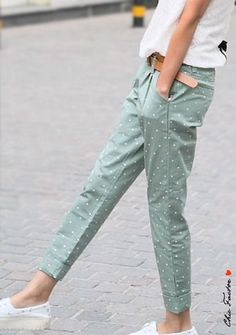 Pastel Polka Pants oooooo I like these Would toats wear!Pastel color cuffed pants with polka dot prints - StyleoholicThose pants thoI might have a small obsession with polka dot things. Fashion Pants, Look Fashion, Fashion Outfits, Polka Dot Pants, Polka Dots, Casual Outfits, Cute Outfits, Mein Style, Casual Clothes