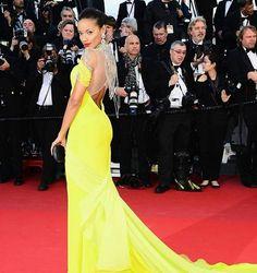Remembering the best red carpet looks from #Cannes. Selita Ebanks at 2013 Cannes Film Festival���� #celebrity #celebrities #celebritystyle #redcarpet #cannes2012 #2012cannesfilmfestival #cannesfilmfestival #frenchriviera #festivaldecannes #fashiondaily #fashion #fabfashionfix #glamorous #victoriasecret #selitaebanks http://tipsrazzi.com/ipost/1516285345875002894/?code=BUK7X0LAoYO