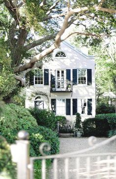 New house facade cottage curb appeal Ideas Exterior Design, Interior And Exterior, Exterior Paint, Black Exterior, Facade Design, Cafe Exterior, Exterior Houses, Restaurant Exterior, Craftsman Exterior