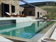Pool designer and architect Moderne Pools, Design Exterior, Spa Design, Villa Design, Stone Houses, Cool Pools, Pool Houses, Architect Design, Pool Designs
