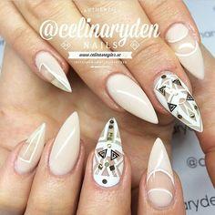 Abstract stiletto nail