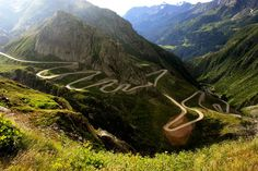 Is a paved mountain road crossing the southern section of the Carpathian Mountains of Romania.The road, built in the early as a strategic military route, connects the historic regions of Transylvania and Wallachia. Big Sur California, Dangerous Roads, Beautiful Roads, Beautiful Places, Carpathian Mountains, Mountain Photos, Top 5, Road Trip Usa, Berg