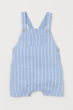 H&M Bib Overall Shorts – Blue Little boy clothes - Cute Adorable Baby Outfits Style Salopette, Salopette Short, Little Boy Outfits, Baby Boy Outfits, Kids Outfits, Little Boys Clothes, Dungarees Shorts, Bib Overalls, Overall Shorts