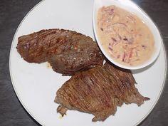 Ingrédients pour 2 personnes: 2 steaks de bavette d'aloyau Sauce: 1 oignon rouge 1 bouchon de vinaigre de cidre 1/2 cuillère à café de fond de volaille dégraissé 1 cuillère à café rase de moutarde 1 yaourt brassé sel, poivre Préparation: Assaisonner les...