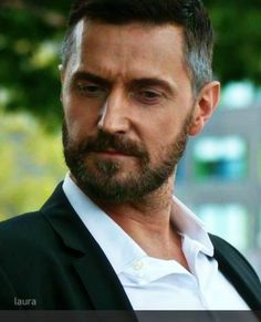 Richard Armitage as Daniel Miller in Berlin Station Season 1 British Men, British Actors, American Actors, Handsome Actors, Handsome Man, Sullivan Stapleton, Berlin Station, Francis Dolarhyde, Ideal Man
