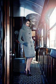 Sesja kolekcji QUIOSQUE na sezon jesień-zima 2014/2015, photo: Kajus W. Pyrz #QSQ #photography #photo #retro #vintage #england #greatbritain #fashion #inspiration #autumn #fall #look #outfit #women #beauty #style #casual #elegance #retro #vintage #oldschool #coat #light