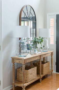 A Pair of Vintage Glass Lamps In The Entry - The Home I Create Welcome your guest in style with a pretty entry. Everett table styling with pretty lamps, arch mirror and baskets. Shabby Chic Flur, Shabby Chic Entryway, Foyer Table Decor, Entryway Decor, Lamp Table, Entryway Console, Interior Design Living Room, Living Room Decor, Console Table Styling
