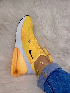 – # – Related posts: 28 jolies chaussures à porter Nike Air Max 270 SE – Nike tekno – # Nike Airforce Sneakers of the Month Yellow Sneakers, Yellow Nikes, Cute Sneakers, Shoes Sneakers, Ladies Sneakers, Kicks Shoes, Sneakers Outfit Nike, Tumblr Sneakers, Yellow Trainers