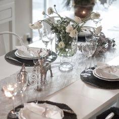 Nyårsdukning /Newyear tablesetting En nyårsdukning i silver och vitt hos http://Inredningochguldkanter.se