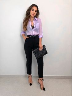 Calca-Pantacourt-Poly looks en 2019 мода. Fashion Over 40, Look Fashion, Autumn Fashion, Womens Fashion, Fashion Trends, Outfits Con Camisa, Professional Outfits, Work Wardrobe, Office Fashion
