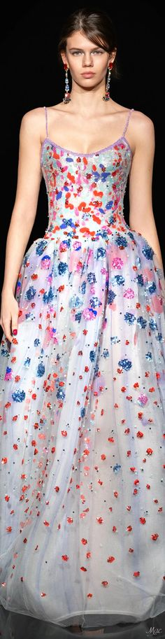 Unique Fashion, Fashion Looks, Armani Clothing, Armani Prive, Fashion 2020, Beautiful Dresses, Evening Gowns, Dress Up, Formal Dresses