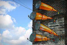 Telescópios de antena nas ruas de Birmingham, Reino Unido