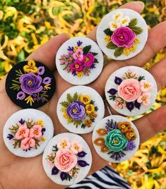 Dünyada ki en sağır edici ses  Acı çeken bir mazlumun suskunluğudur. Hz Ali Bullion Embroidery, Floral Embroidery Patterns, Hand Embroidery Flowers, Embroidery On Clothes, Embroidery Jewelry, Silk Ribbon Embroidery, Embroidery Hoop Art, Hand Embroidery Designs, Embroidery Stitches