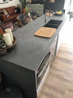 New Kitchen Interior, Kitchen Room Design, Kitchen Reno, Kitchen Remodeling, Kitchen Ideas, Caesarstone Concrete, Concrete Countertops, Kitchen Benches, Kitchen Dining
