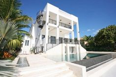 Olympian and NBA player LeBron James' $ 9 million Miami mansion. (Photo: Trulia.com)