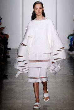 Parsons MFA Spring 2016 Ready-to-Wear Collection Photos - Vogue New York Fashion, 3d Fashion, Fashion Designer, Knit Fashion, Fashion Week, Unique Fashion, Fashion Details, Fashion Show, Vogue Fashion