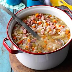 Campfire Bean 'N' Ham Soup - best beans and ham you'll ever taste—bar none! Hearty soup hot off the grill. Easy cleanup, consider covering the outside of your Dutch oven with heavy-duty foil first. Ham And Beans, Ham And Bean Soup, Ham Soup, Turkey Soup, Bean Stew, Potato Soup, Korma, Biryani, Dutch Oven Recipes