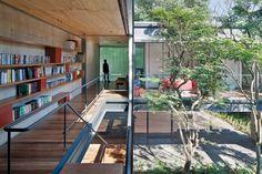 """Casa """"transparente"""" tem ambientes ligados ao jardim e influência modernista - Casa e Decoração - UOL Mulher"""