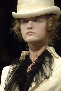 Alexander McQueen Spring 2007 Ready-to-Wear Collection Photos - Vogue