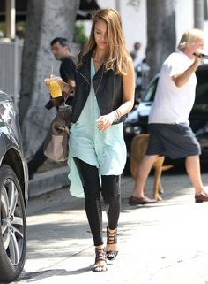 "Jessica Alba Photos Photos - ""Fantastic Four"" actress Jessica Alba shows off her lighter hair as she takes her daughters Honor and Haven Warren to eat lunch at Le Pain Quotidien in West Hollywood, California. After lunch the girls headed to moms office to do some work. Jessica, who changed her hair color for a movie role, tweeted about the experience while at the salon, ""Bye Bye Brown Hair! I'm documenting my brown to Sin City blonde!"" - Jessica Alba Takes Her Girls to Brunch 5"