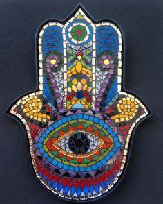 Fatma'nın Eli(Hamsa) t Ceramic Mosaic Tile, Mosaic Wall Art, Mosaic Glass, Mosaic Crafts, Mosaic Projects, Hamsa Design, Design Art, Hamsa Art, Mosaic Flower Pots