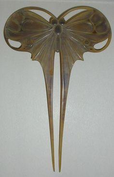 Epingle à cheveux Papillon en corne. Henri Hamm; France, vers 1906- Les Arts Décoratifs
