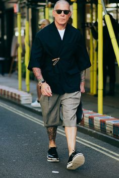 Christina Fragkou brings us a selection of the best looks photographed in the streets of London during London Fashion Week Men's, in exclusive for Fucking Young! Old Man Fashion, Best Mens Fashion, Trendy Fashion, Fashion Hats, Fashion Dresses, London Fashion Weeks, Stylish Men, Men Casual, Casual Winter