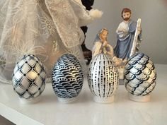 4 handpainted plastic eggs which can be used as a decoration for your home . -plastic - for shipping worldwide let me know your location Egg Crafts, Easter Crafts, Easter Decor, Easter Ideas, Dyi Painting, Fairy Food, Asian Quilts, Painted Rocks, Hand Painted