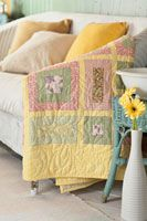 Lemon Bars Quilt - free pattern for this simple and spring-ready quilt!