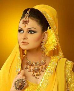 Javeria-Abbasi-mehndi-dresses-shoot