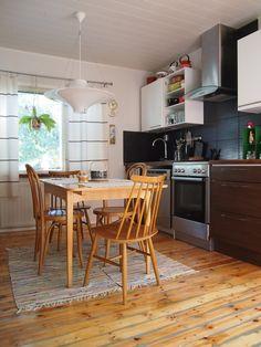 Pilviraitti blogi: rintamamiestalo ja keittiö Covent Garden, Olive Garden, Garden Route, Raised Beds, Shade Garden, Table, Furniture, Budget, Home Decor